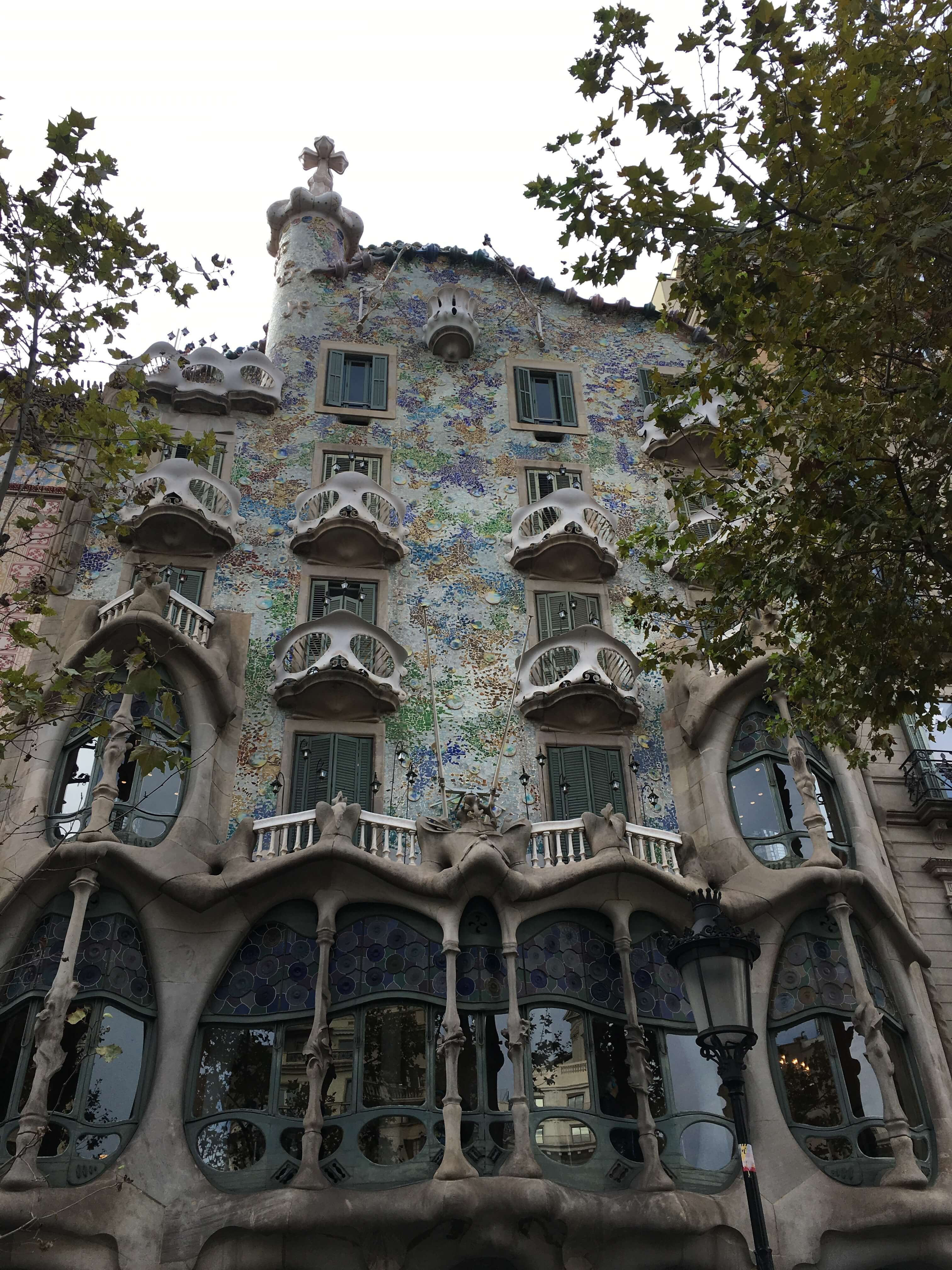 Каса Батльо или «Дом Костей»