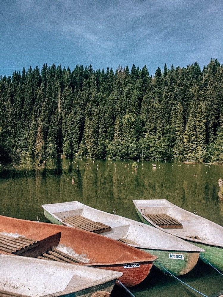 озеро Лаку Рошу