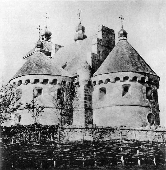 Вигляд з південного сходу до ремонту наприкінці XIX ст. Опубліковано: Павлуцький Г.Г. Дерев'яні і кам'яні храми. – К., 1905, альбом, №8.