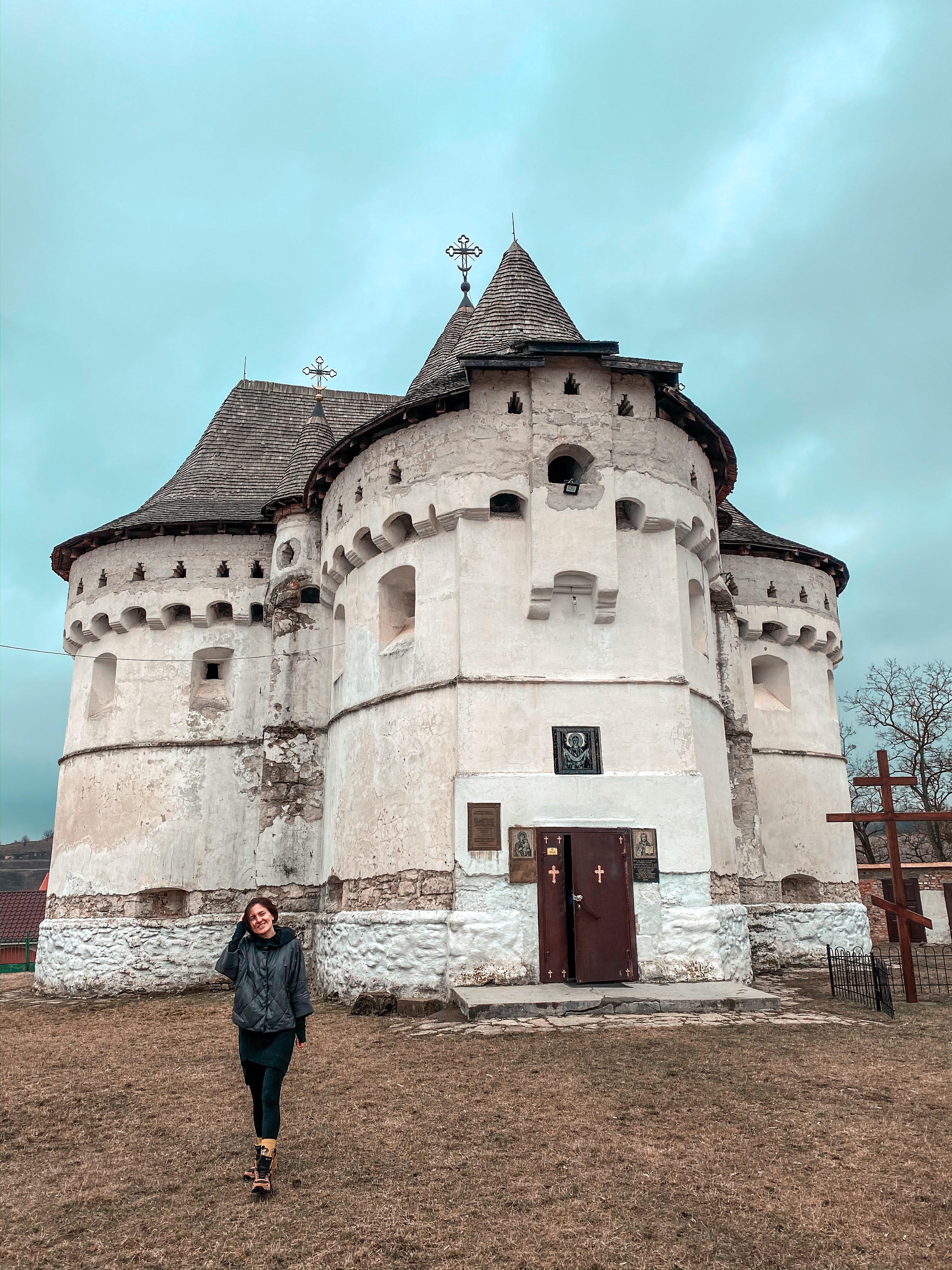 Покровська оборонна церква у селі Сутківці