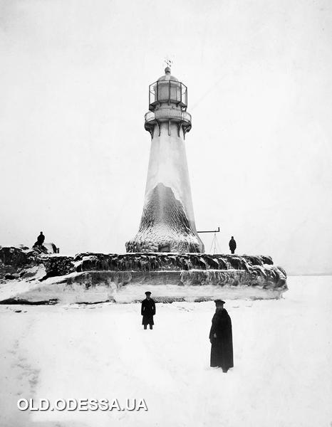 замерзле море навколо Воронцовського маяка