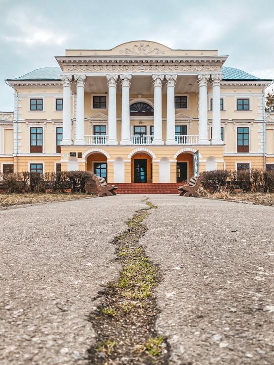 Старинный дворец Грохольских-Можайских