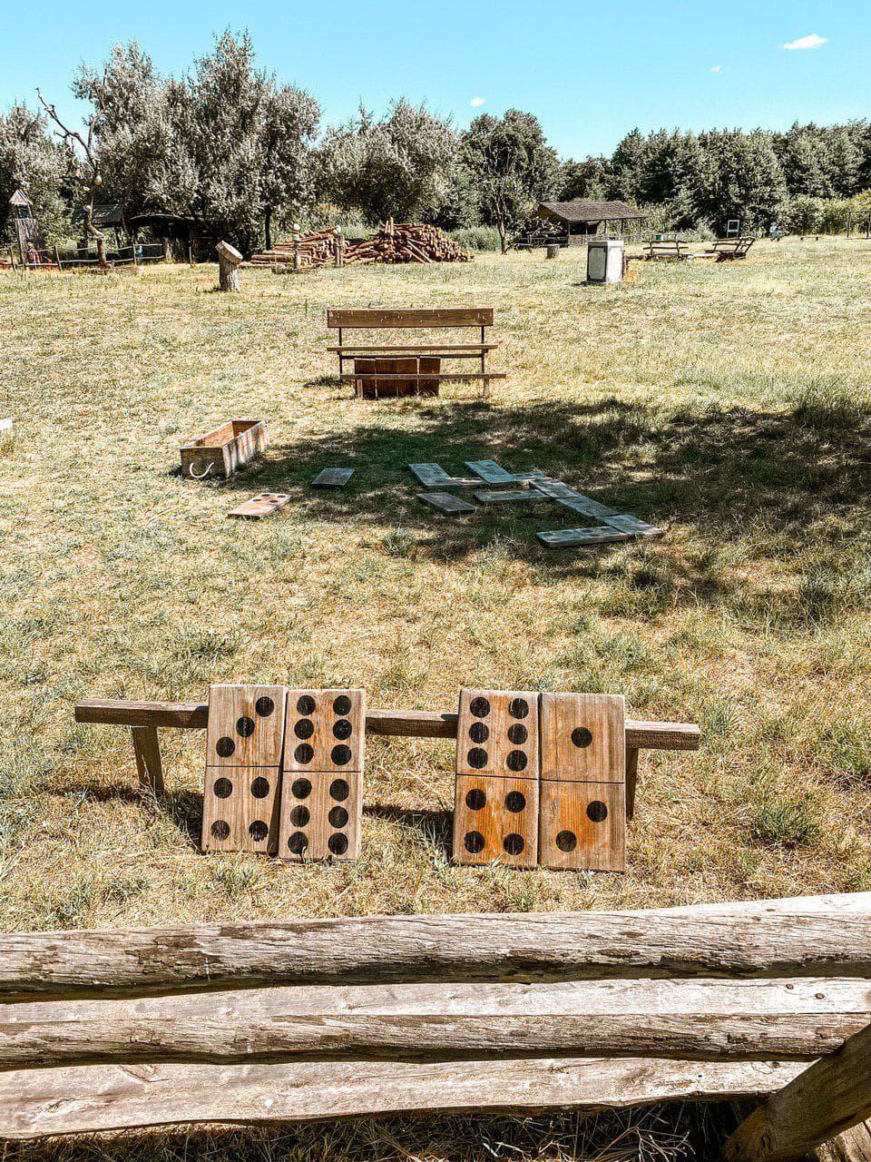 домино в зеленых хуторах таврии.