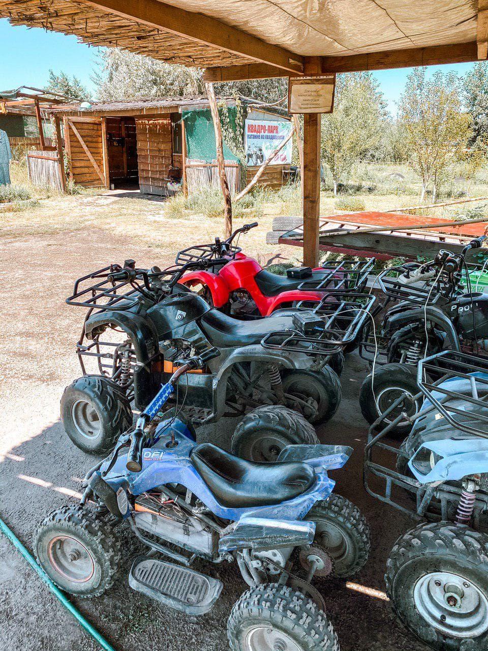 квадроциклы в зеленых хуторах таврии.