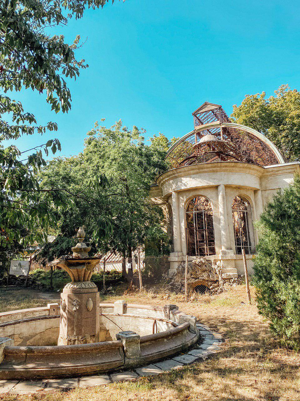 Оранжерея Марізлі на території санаторя Чкалова