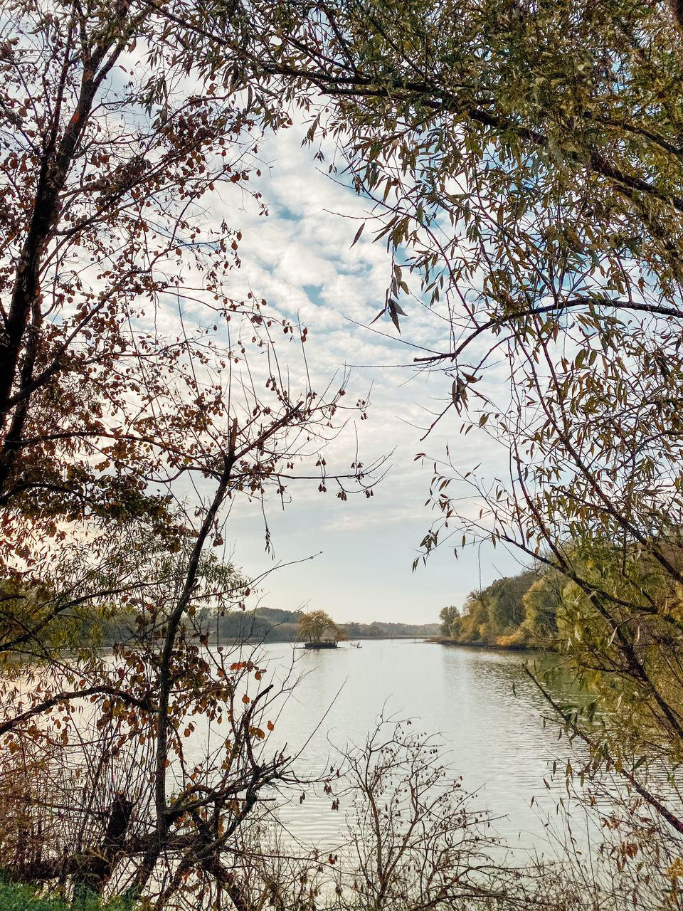 острів на озері біля садиби даховських