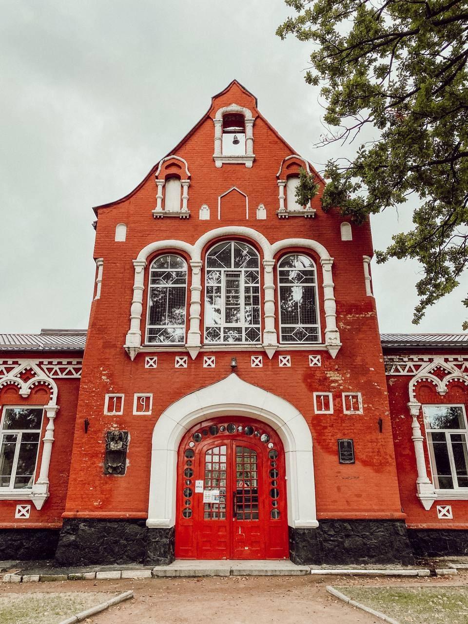 фасад земської школи в боярці.