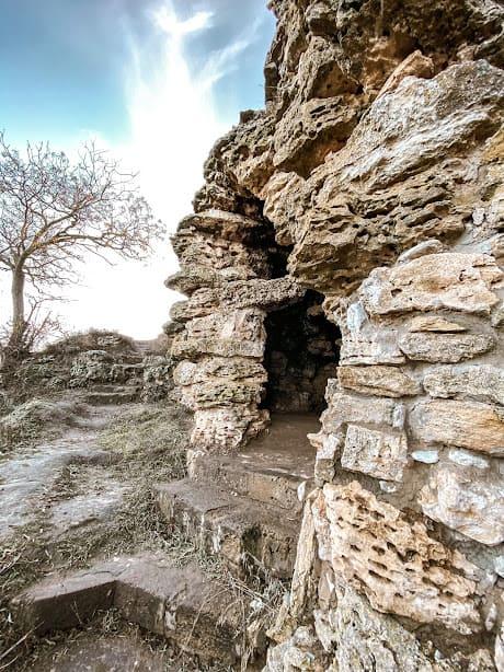 печери біля Кам'янської січі.