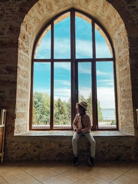 вікно в ресторані щато трубецького.