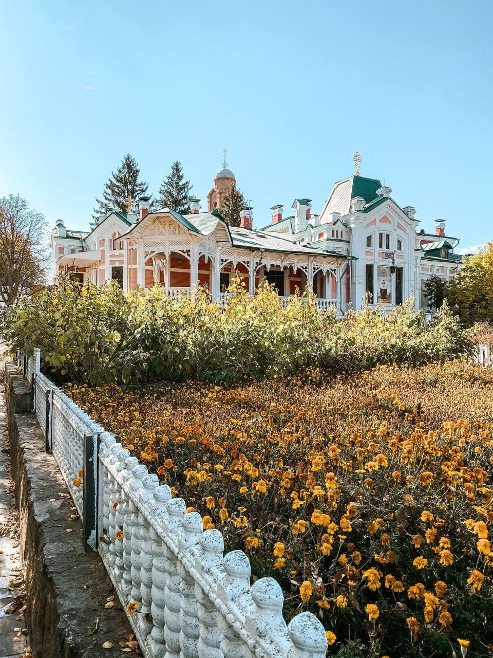 Садиба Хоєцьких або Свято-Богородичий Ризоположницький чоловічий монастир.
