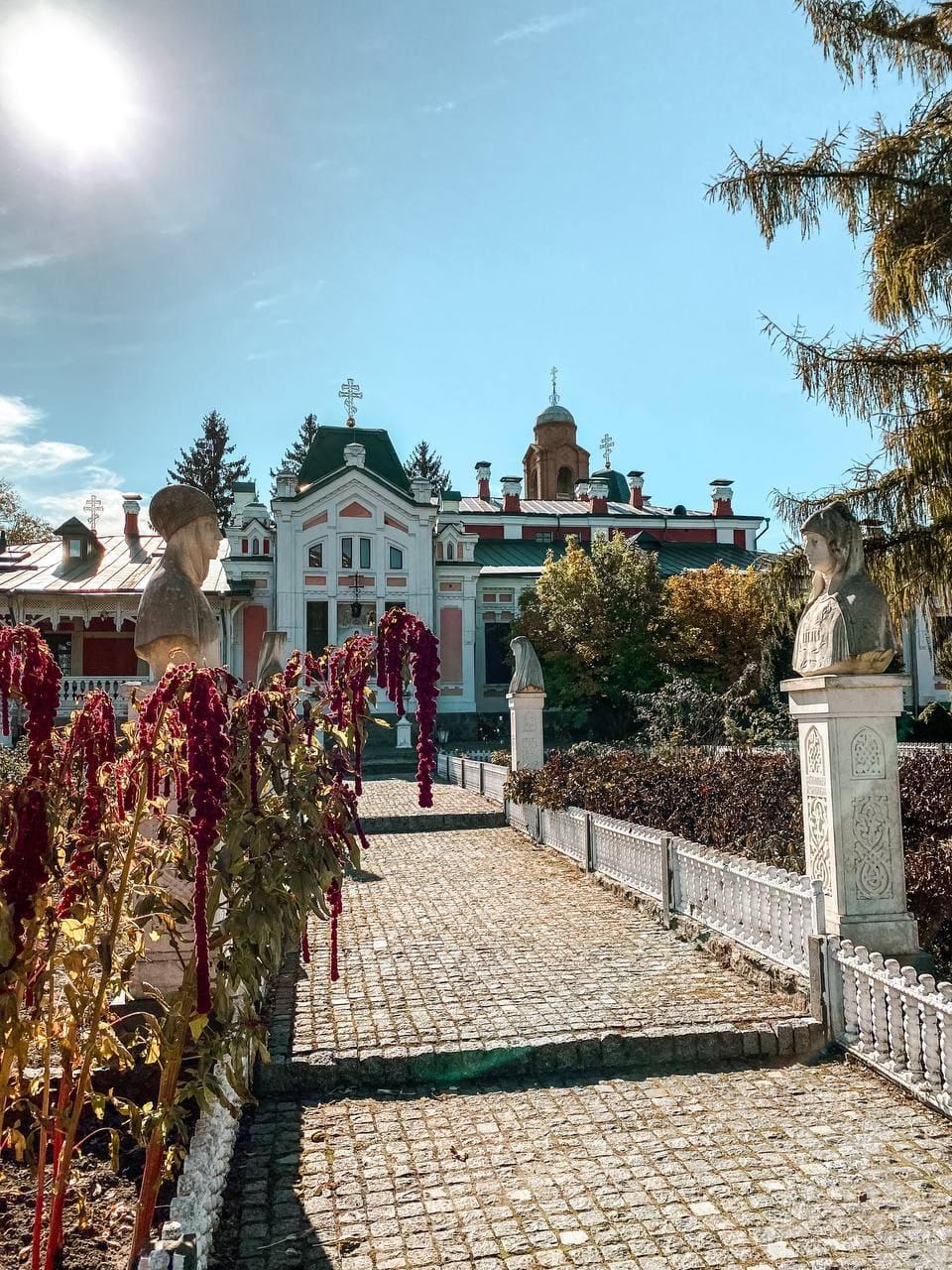 Садиба Хорецьких на Київщині восени.